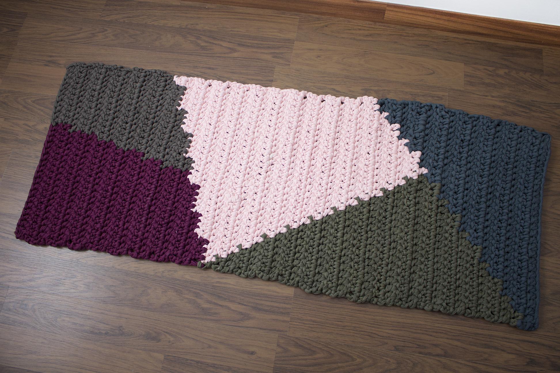 Alfombra rectangular de trapillo con tapestry missdiy for Alfombras motivos geometricos